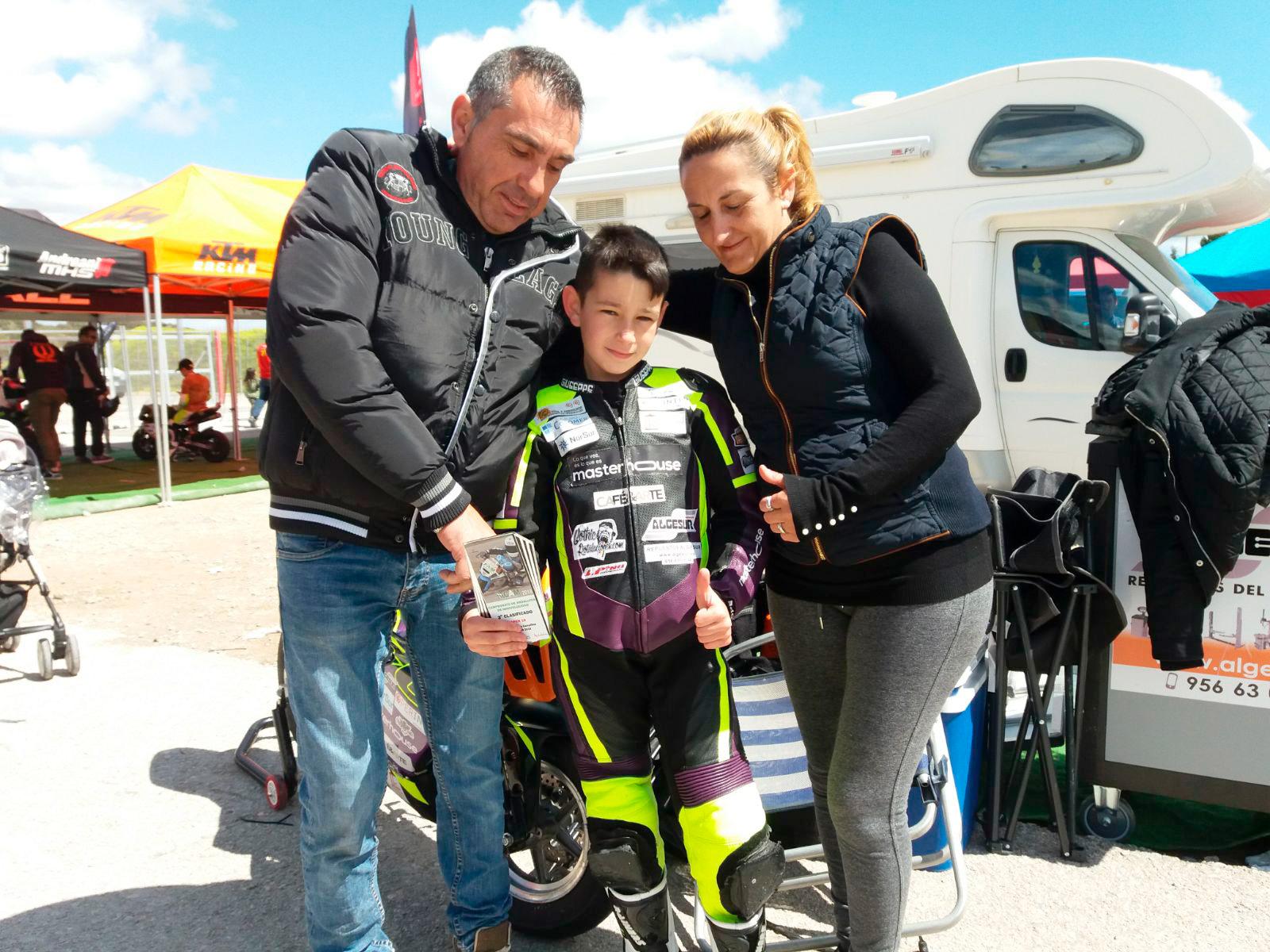 Jonathan Palacios con su familia
